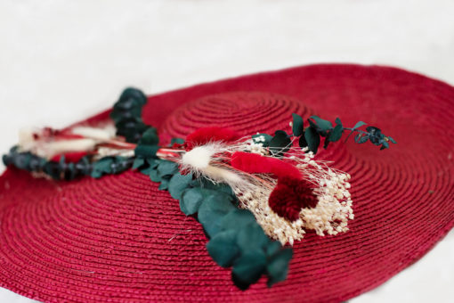 Vincennes doré, chapeaux, hat, chapeau, Vincennes, les petites mésanges, mariage, wedding, accessoires, fleurs, fleurs stabilisées, fontainebleau, paille, straw hat, chantilly, terra-cotta, chantilly naturel, hortensias, Vincennes, rouge,